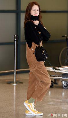 Yoona in airp Korean Actresses, Korean Actors, Snsd Fashion, Instyle Magazine, Cosmopolitan Magazine, Im Yoona, Bae Suzy, Airport Style, Airport Fashion