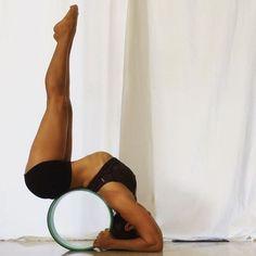 La YogaWheel Clique sur le lien ci-dessus pour avoir la tienne! Ou directement sur www.feel-yoga.fr #YogaRoutinesandPoses