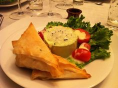 Panna cotta de laitue, tiropita, tomates cerises et vinaigrette au citron