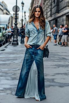 Tommy Ton Shoots the Best Street Style at Couture Looks Camisa Jeans, Salopette Jeans, Tommy Ton, Mode Jeans, Cooler Look, Mode Boho, Double Denim, Jeans Rock, Recycled Denim
