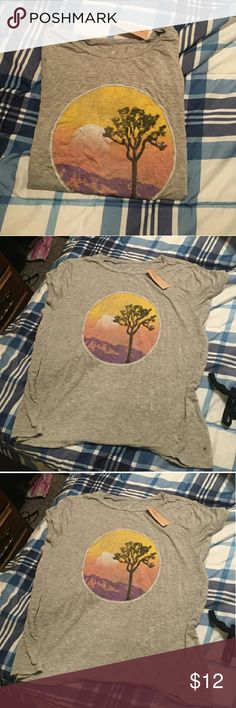 NWT AE super soft graphic tee! Grey graphic American Eagle short sleeve tee. Very soft material. American Eagle Outfitters Tops Tees - Short Sleeve