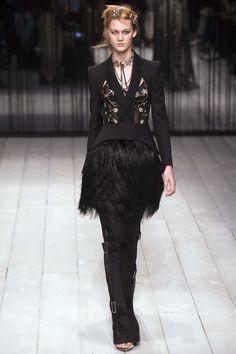 The complete Alexander McQueen Fall 2016 Ready-to-Wear fashion show now on Vogue Runway. Alexander Mcqueen Quotes, Mcq Alexander Mcqueen, Alexander Macqueen, London Fashion Weeks, Sarah Burton, Ellie Saab, Runway Fashion, High Fashion, Womens Fashion
