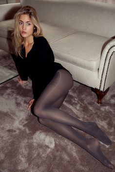 Yet another outdoor pantyhose milf