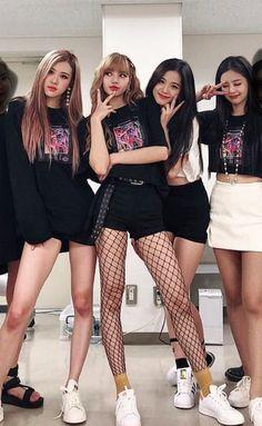 The Black Pink girls looking as pretty as always.  #Blackpink #jennie #jisoo #rose #lisa