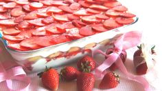 Tiramisù alle fragole, dolce elegante, fresco e lussurioso. #Cibo, #Dolce, #Fragole, #Ricetta, #Tiramisù http://eat.cudriec.com/?p=5050