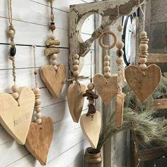 Scrap Wood Crafts, Twig Crafts, Driftwood Crafts, Heart Crafts, Cork Crafts, Wooden Crafts, Recycled Crafts, Wooden Diy, Valentine Crafts