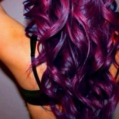 I so love this hair color. Sure wished I could get away with it, but I think  I've done got too old for stuff like that :~\