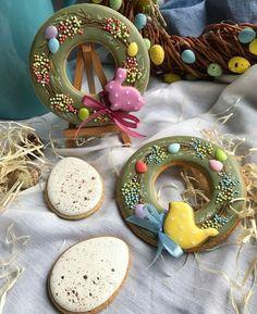 New cupcakes decoration spring cake mixes 45 ideas Spice Cookies, Fancy Cookies, Cute Cookies, Easter Cookies, Easter Treats, Crown Cookies, Spring Cake, Galletas Cookies, Fun Cupcakes