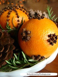 Make an Orange Pomander Centerpiece (that lasts)!- Make an Orange Pomander Centerpiece (that lasts)! Orange pomanders – see the best way to make them last for years eclecticallyvinta… - Noel Christmas, Primitive Christmas, Country Christmas, All Things Christmas, Winter Christmas, Christmas Crafts, Christmas Decorations, Christmas Ornaments, Christmas Oranges