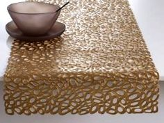 Dress up your table with this modern, organic & sophisticated table runner from award winning textile designer Sandy Chilewich. Choose from Brass or Pewter