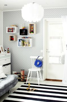 Valkoinen Soihtu: TEE-SE-ITSE hyllyt seinällä