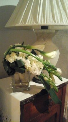 Calle e rose per un bouquet da sposa con cascata