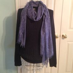 Long sleeve sweater Navy blue sweater.  Size medium with no snags or stains.  Great condition.  Looks good with a nice scarf. Old Navy Sweaters Crew & Scoop Necks
