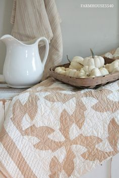 FARMHOUSE 5540: White, Wicker and Quilts