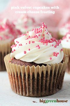 Pink Velvet Cupcakes with Cream Cheese Frosting- Big Green House #biggreenhouseblog #cupcakes #pinkvelvet #baking Elegant Cupcakes, Pretty Cupcakes, Yummy Cupcakes, Fruit Cupcakes, Raspberry Cupcakes, Cupcake Cakes, Homemade Cupcake Recipes, Frosting Recipes, One Bowl Cake Recipe