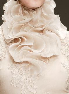 A neck ruff to hold all the white floral perfume you can handle//wink-smile-pout:    Laura Biagiotti Spring 2011