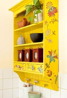 Painted furniture colors yellow cupboards 59 Ideas for 2019 Funky Painted Furniture, Painted Chairs, Recycled Furniture, Colorful Furniture, Paint Furniture, Furniture Makeover, Home Furniture, Boho Decor, Layout Design