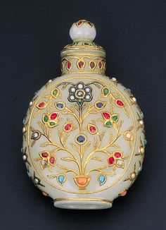 Indian tobacco bottle. Jade, gold, rubies, sapphires, pearls, coral, diamonds, etc. XIX century.