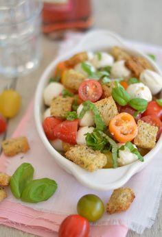 Panzanella is een voorgerecht uit de Italiaanse keuken. Deze heerlijke salade…