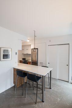 Cuisine ergonomique Corner Desk, Conference Room, Inspirer, Interior Design, Table, Inspiration, Furniture, Home Decor, Glass Display Case