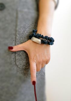 Wrap fabric bracelet, hammered plaster aluminum metal, spiral wire coated with petrol fabric. on Etsy, 29,00€