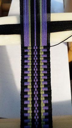 Inkle Weaving Patterns, Weaving Designs, Weaving Projects, Bead Loom Patterns, Card Weaving, Weaving Yarn, Cultural Crafts, Inkle Loom, Viking Knit