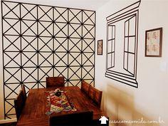Tem uma parede pálida e vazia na sua casinha? Vamos decorar paredes com fita isolante? Dá uma olhada no post de hoje, você vai curtir muito essa ideia!