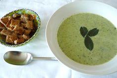Cuketová polévka se špenátem, smetanou a mátou. (Ondřej Horecký / Epoch Times)