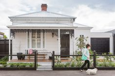 A modern-classic Victorian cottage renovation. Victorian Cottage, Modern Victorian, Victorian Terrace, Victorian Homes, Porches, Weatherboard House, Queenslander, Cottage Renovation, House Renovations