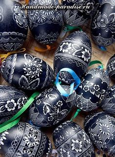 Travel Photo Gallery - Hand Decorated Eggs, Spring celebrations in Wallachia, Czech republic Egg Crafts, Easter Crafts, Egg Shell Art, Carved Eggs, Easter Egg Designs, Ukrainian Easter Eggs, Egg Art, Easter Holidays, Egg Decorating