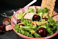 Ensalada de paté al Oporto, nueces y cerezas maceradas en Anís. Palak Paneer, Guacamole, Mexican, Ethnic Recipes, Food, Gastronomia, Homemade Recipe, Salads, Cooking Recipes