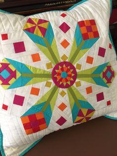 Blooming Dresdens. Pattern by @quiltjane #rockpoolquilt #artgalleryfabrics #pureelements #modagrunge #quliting #patchwork #Dresden