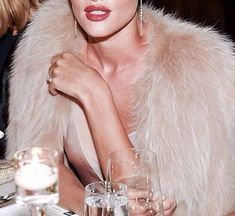 huntington whiteley fashion vintage rosie indie model style girl Rosie Huntington Whiteley You can find indie and more on our website Five Jeans, Boujee Aesthetic, Aesthetic Black, Aesthetic Outfit, Aesthetic Vintage, Looks Chic, Rosie Huntington Whiteley, Glitz And Glam, Rich Girl