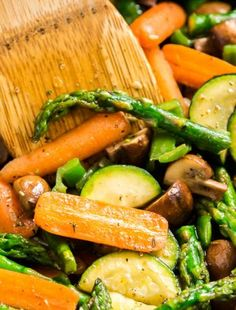 Meet your new go-to side dish: Easy Sautéed Veggies! This comes together pretty quickly and can be made with the vegetables of your choice (perfect for picky kids! Mix Vegetable Recipe, Vegetable Medley, Vegetable Side Dishes, Mixed Veggie Recipes, Frozen Vegetable Recipes, Sauteed Vegetables, Frozen Vegetables, Mixed Vegetables, Veggies