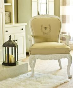 I reupholstered a diy French chair with a staple gun and a glue gun. Easy and no-sew diy French chair with graphic. Furniture Projects, Furniture Makeover, Home Projects, Diy Furniture, Furniture Refinishing, Chair Makeover, Furniture Movers, Craft Projects, Sewing Projects