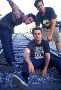 Cute! Older pic of Green Day. I love Billie soooo much!!!!