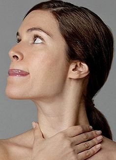 Face aerobics exercises is the perfect biological non-invasive facelift for all women and men. Saggy face exercises: Benefit from face yoga workouts to acquire a natural facelift Beauty Care, Beauty Skin, Health And Beauty, Beauty Hacks, Natural Face Lift, Natural Skin, Neck Exercises, Facial Exercises For Jowls, Facial Yoga