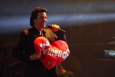 Pandora's Caja: Chayanne Captures Hearts In Chile!