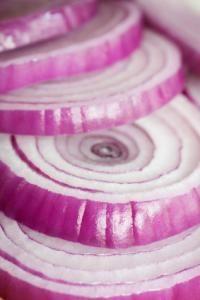 Salsa dolce di cipolle rosse: la cipolla, come la mela, contiene quercetina, molecola utilissima per prevenire il cancro al colon e tenere a bada i livelli di glucosio del sangue (la glicemia).