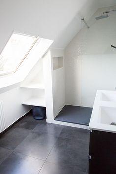 bilder hantverk badrum snedtak teknologi mest aktuell old attic bedroom Attic Shower, Small Attic Bathroom, Loft Bathroom, Upstairs Bathrooms, Grey Bathrooms, Bedroom Loft, Bathroom Interior, Modern Bathroom, Bedroom Decor