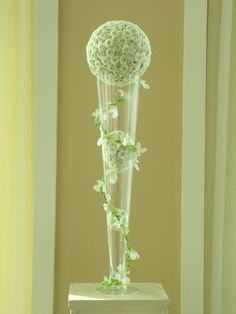 white flowers are understated in this ultra modern centerpiece