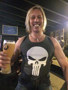 Mais um cliente satisfeito com a camiseta da Sow: o cantor e músico Victor Chasseraux. Estilo, personalidade e puro rock'n roll.