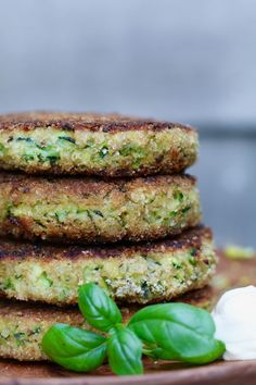 Zucchini burgers with Parmesan cheese, Vegetarian burgers, Vegetarian dinner, Making healthy burgers A Food, Good Food, Food And Drink, Yummy Food, Hamburgers, Veggie Recipes, Healthy Recipes, Dinner Recipes, Vegan Burgers