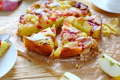 Издавна на Руси в день Яблочного Спаса принято готовить сладкую выпечку из яблок. Мы предлагаем рецепт всеми любимой восхитительной шарлотки из яблок и слив с большим количеством фруктов и нежным бисквитом. Пирог готовится элементарно из самого простого набора ингредиентов, получается очень вкусным и выглядит на столе красиво и нарядно.