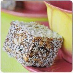 DADELBLOKKIES ~ Altyd 'n wenner! 36 blokkies 250 g (½ blok) botter 500 g x 250 g-pakkies) dadels, fyn gekap . 1 eier 125 ml. Kos, Yummy Treats, Sweet Treats, Yummy Food, Baking Recipes, Cookie Recipes, African Dessert, Cake Pops, Scones