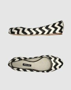 Looking for some black/white flats