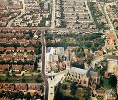 Mierlo. Strak aangelegde woonwijken van ná 1970 contrasteren met de organisch gegroeide oude dorpskern. Foto: Jacqueline Midavaine.