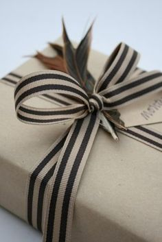 Gifts Wrapping & Package : 15 Ideas for Christmas Gift Wrapping Wrapping Ideas, Creative Gift Wrapping, Present Wrapping, Creative Gifts, Paper Wrapping, Pretty Packaging, Gift Packaging, Paper Packaging, Noel Christmas