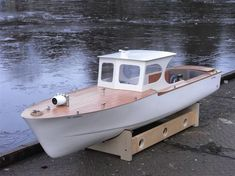 The Oddball - TERRY BURNETT tells us about his model boat