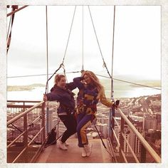 Beyonce jumped from the Auckland Sky Tower in New Zealand. She had the jump recorded on video. Beyonce 2013, Beyonce Beyonce, Base Jumping, Bungee Jumping, Jay Z Mother, Beyonce Instagram, Owen Wilson, Celebrity Updates, Online Photo Gallery